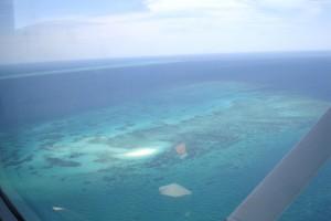 Sobrevolar la Gran Barrera de Coral es espectacular
