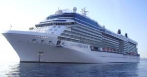 El barco Equinox de Celebrity Cruises hace crucero por el Mediterraneo