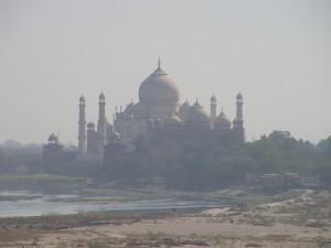 Vistas del Taj Mahal desde el Fuerte de Agra.