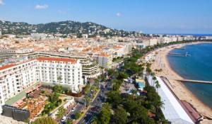 Vistas de La Croissette de Cannes desde Le Suquet.