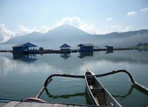 Vistas del lago y monte Batur desde Penelokan