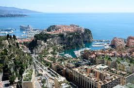 Vista del Vieux Monaco a su entrada por la Moyen Corniche