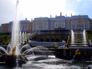 El Palacio de Peterhof, residencia de los zares imperiales.