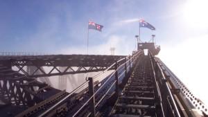 Banderas de Australia presiden la cima del Harbour Bridge
