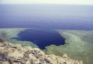 El famoso Blue Hole visto desde el aire.
