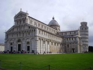 Catedral y Baptisterio de Pisa, parada en el Mediterraneo
