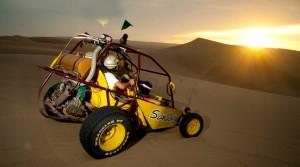 Buggy o sandboarding se practican en las dunas.