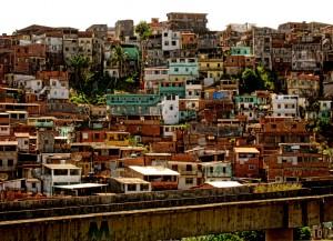 Adentrarse en una favela de Brasil.