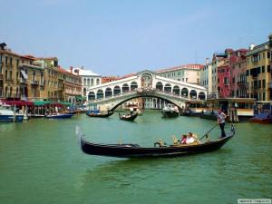 Venecia es fácil de llegar en tren.