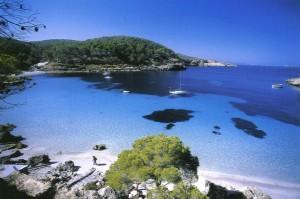 Espectaculares calas ocultas en Ibiza.