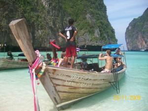 Long tail boat, embarcación típica de Tailandia.