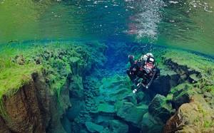 Buceo entre las placas continentales en Silfra.