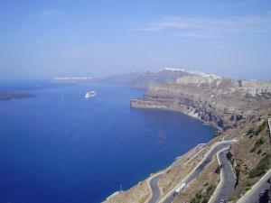 Espectaculares vistas de Santorini entrando en crucero.