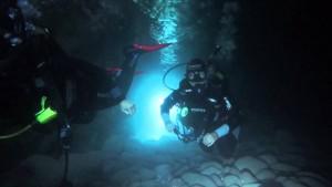 Buceo en la Cueva de las Gambas.
