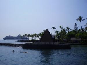 Crucero frente a las costas de Kailua Kona.
