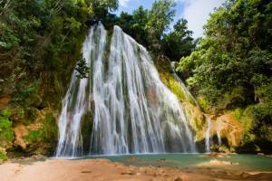 La bella Cascada El Limón de República Dominicana.
