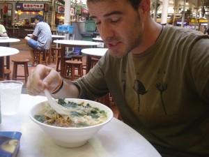 Disfrutando de la comida de un Hawker Center