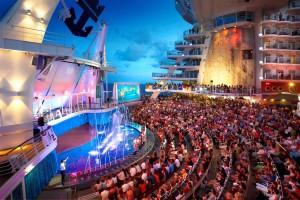 Espectáculo en el Aquatheater de Royal Caribbean.