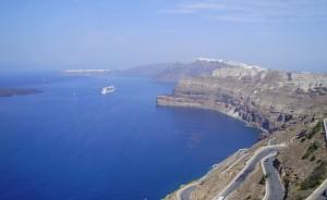 Barcos de cruceros en Santorini. Grecia.