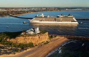 Celebrity Solstice entrando en Newcastle, Australia.