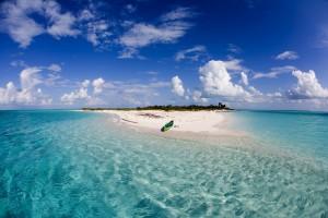Agua cristalina de las islas Bahamas.