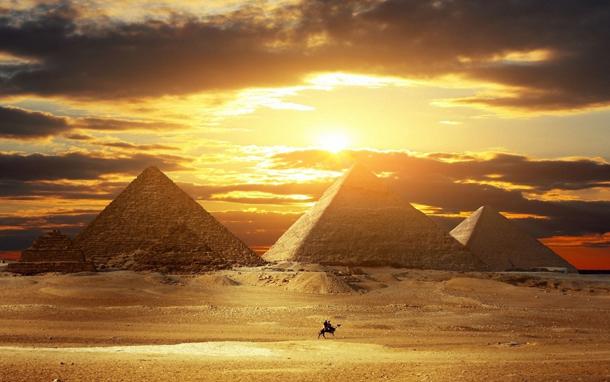 Pirámides de Egipto entre las 15 postales