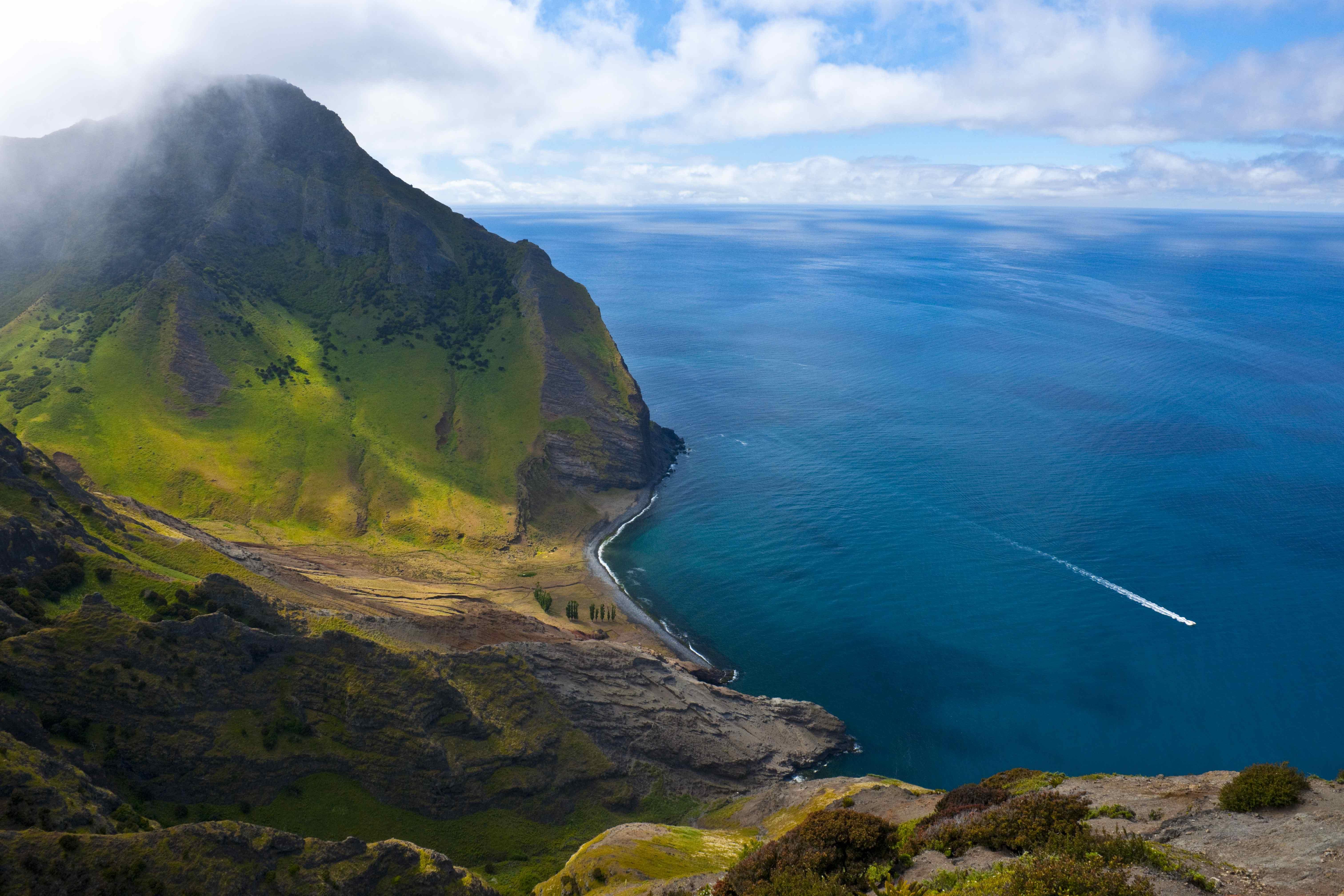 4.Robinson Crusoe Island