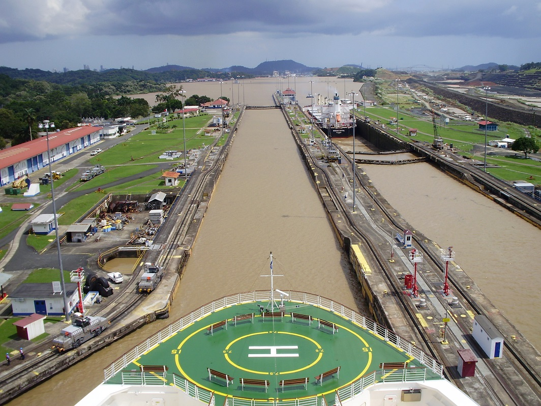 Vista desde el puente de mando de un crucero
