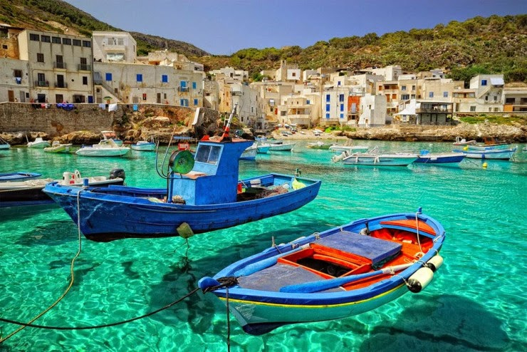 9. Levanzo costa de Italia