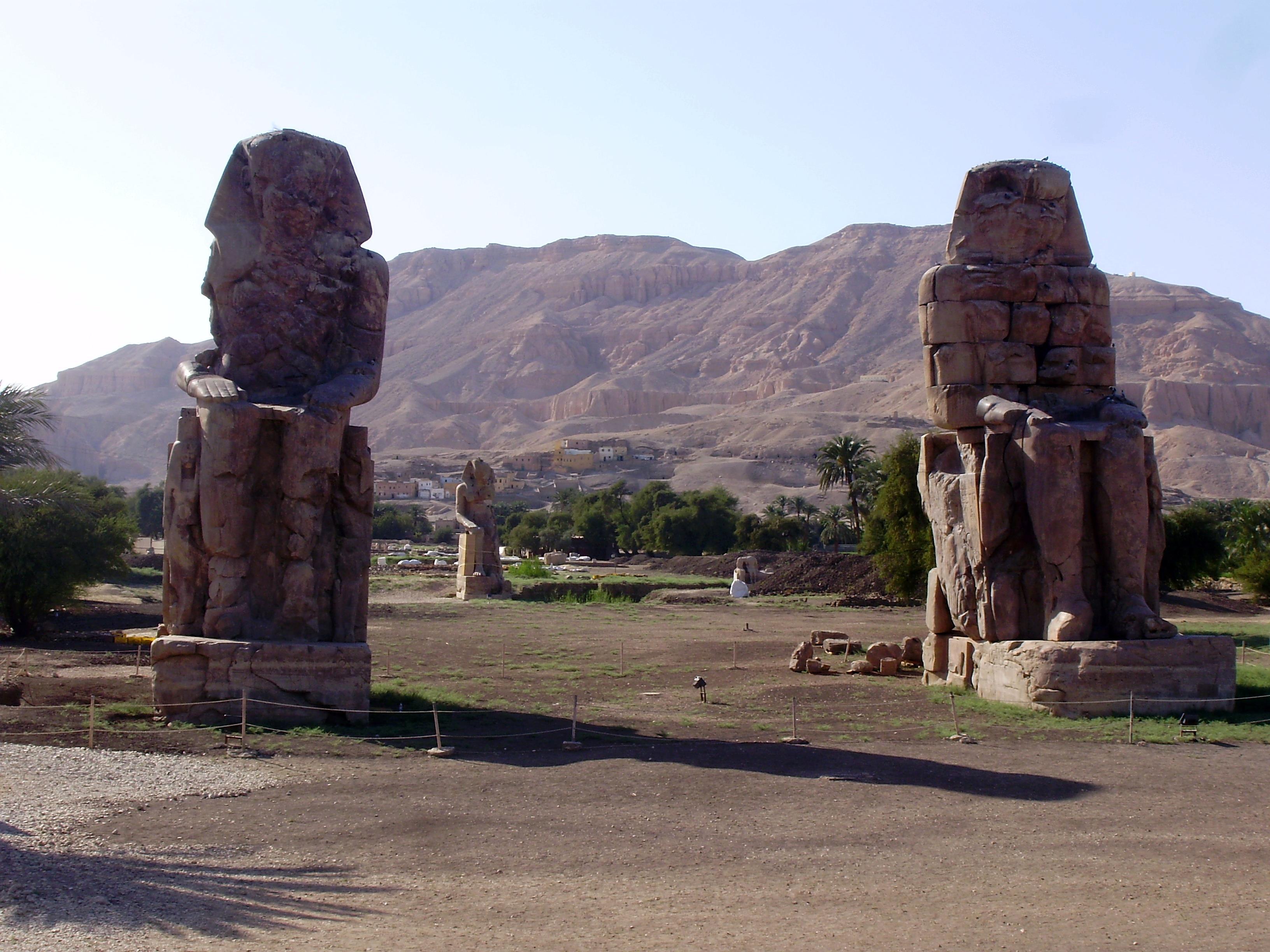 crucero por el Nilo, colosos de Memnon