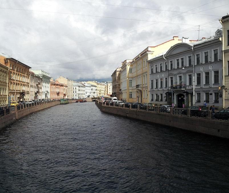 9-canales-de-san-petersburgo-en-rusia