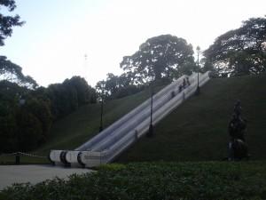 Escaleras mecánicas en un parque de Singapur.